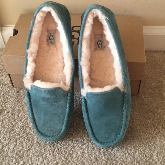 6d15b722691 Ugg slippers size 12